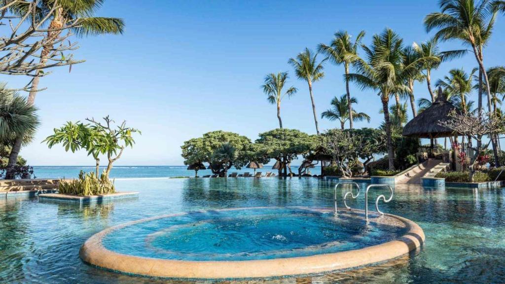 La Pirogue Sun Resort 4*