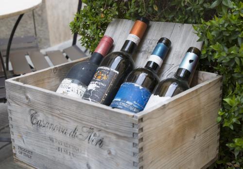 montalcino wines-2242904 960 720