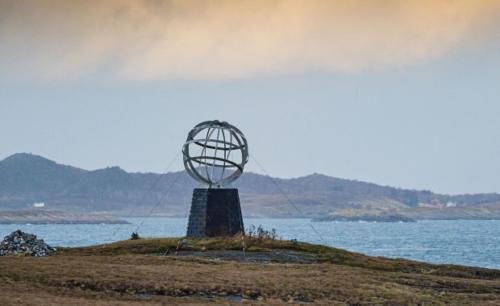 polarsirkelmonumentet-vikingenorjan bertelsen 2500x1250